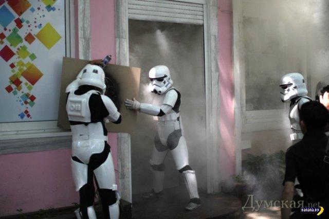 Одесская милиция разыскивает имперских штурмовиков, которые спалили магазин курительных смесей