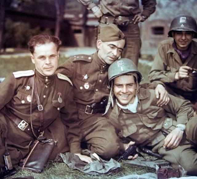 Госдума запретит критиковать действия Красной армии в период ВОВ