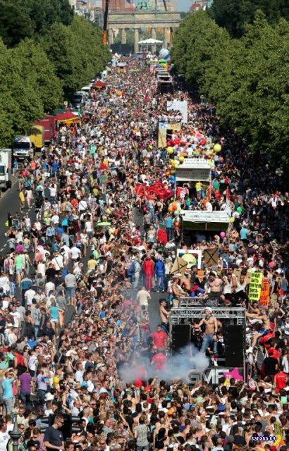 В Берлине прошел Christopher Street Day Parade