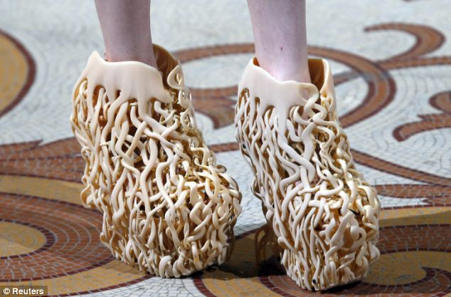 Коварная женская мода