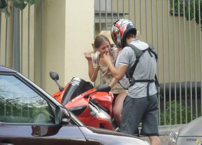 Для чего нужна девушка мотоциклисту?