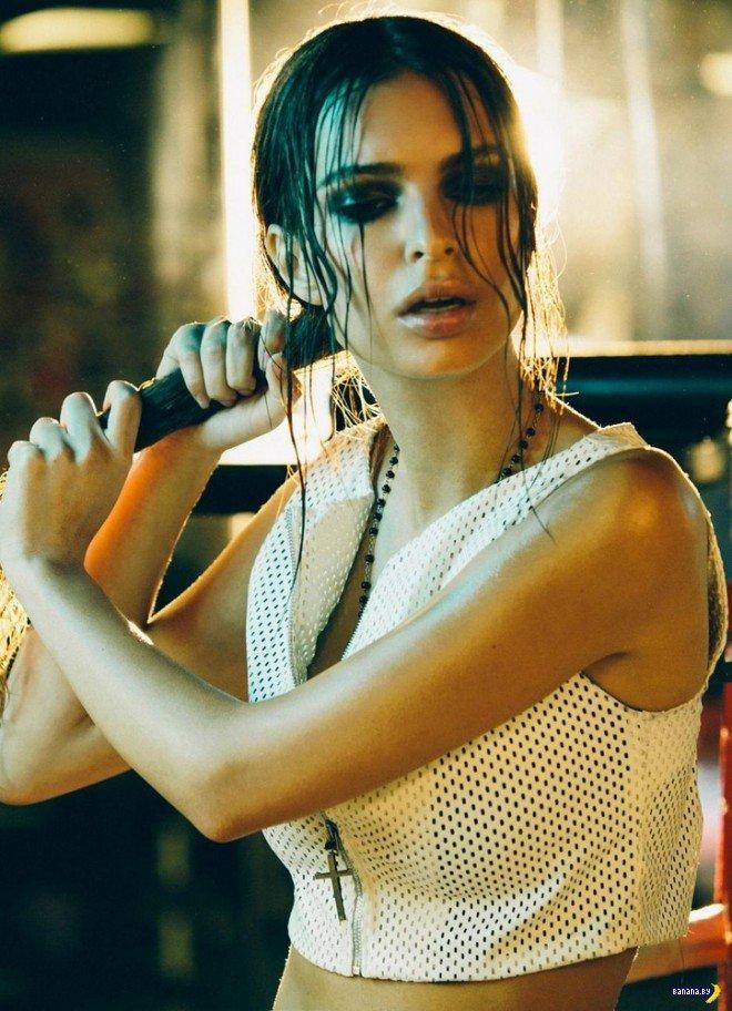 Боксирующая модель Эмили Ратажковски