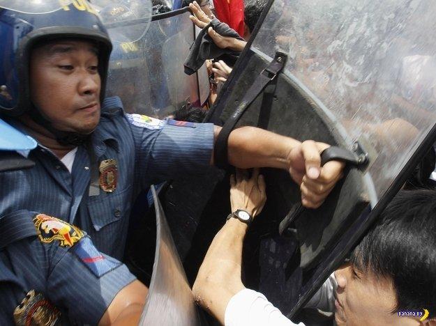 Плачущий полицейский