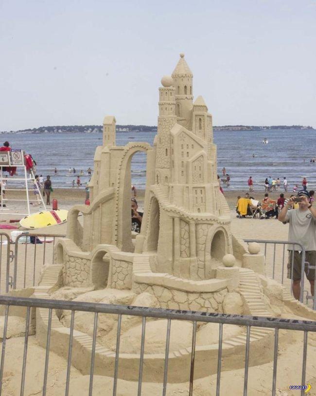 Фестиваль скупльптур из песка в Ревере