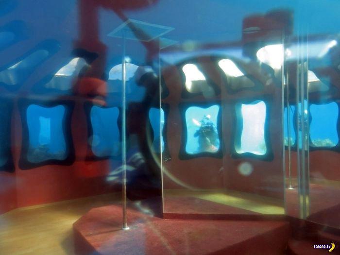 Заброшенный подводный стрип-клуб