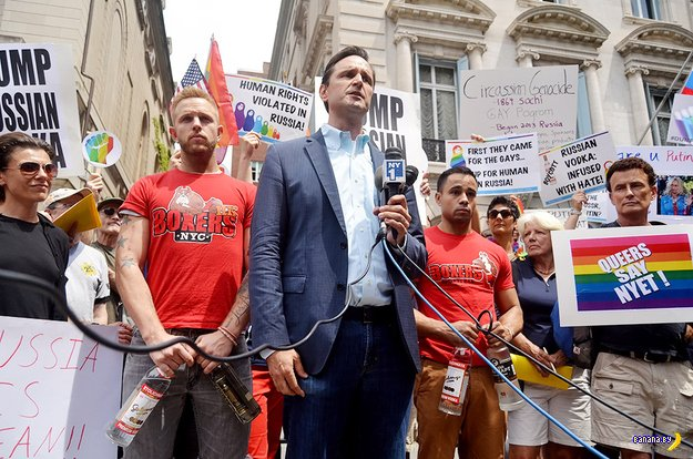 Публичная казнь водки геями в Нью-Йорке