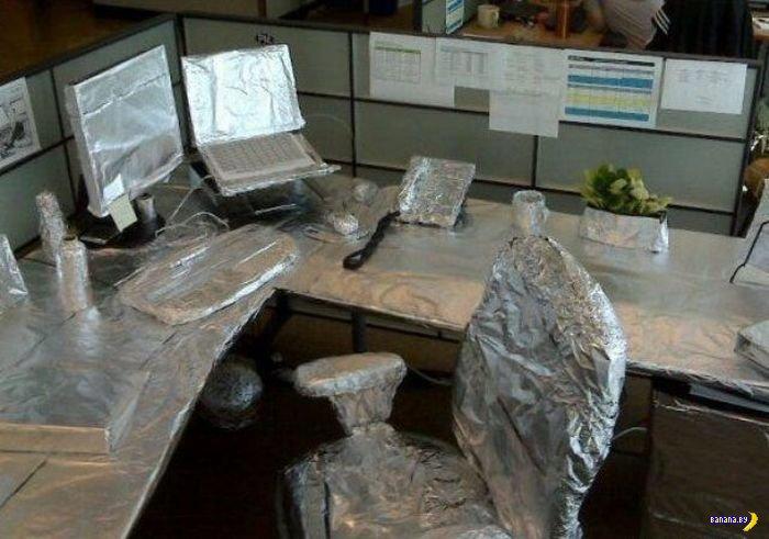 Офисные рабы подкалывают друг друга