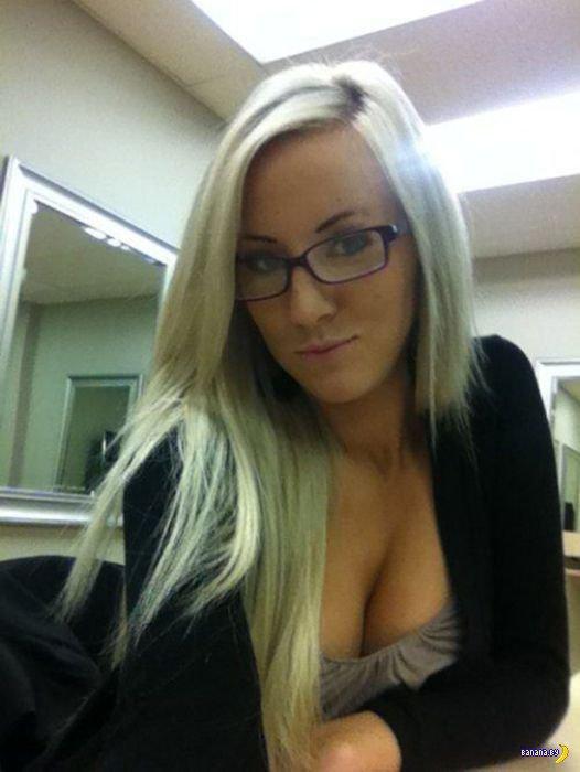 Девушкам скучно на работе