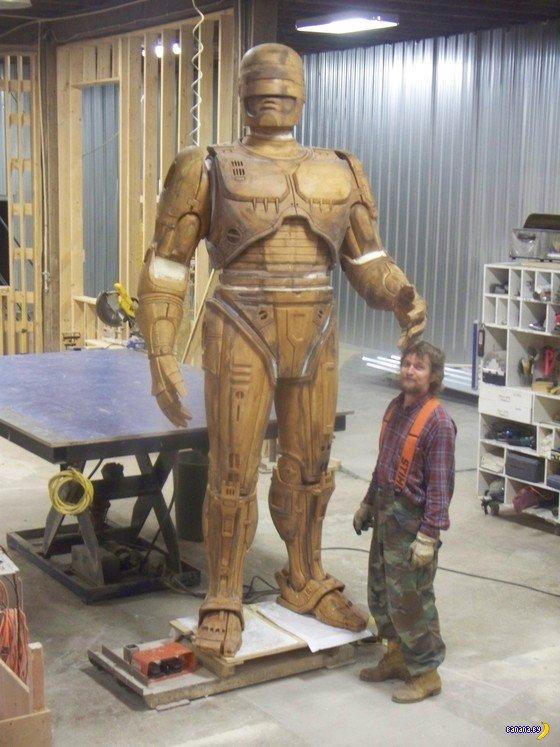 Деревянный Robocop