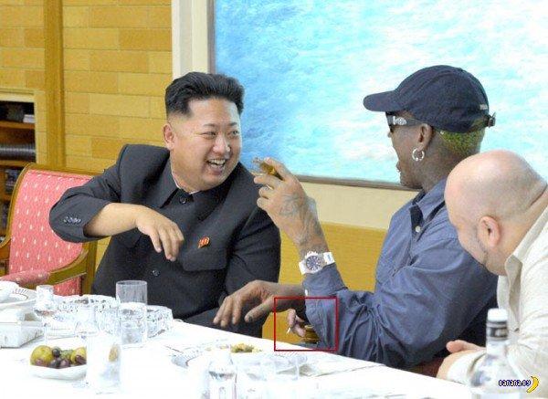 Ким Чен Ын и его друг с тремя руками
