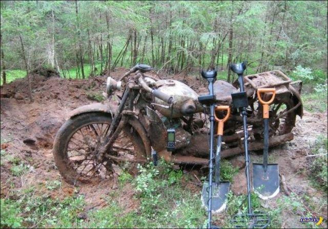 Находка в лесу с металлоискателем