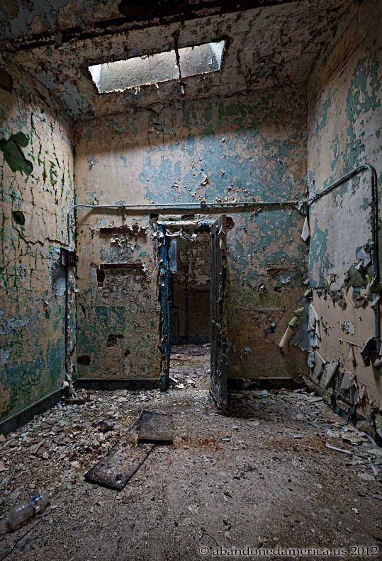 Экскурсия по двум заброшенным тюрьмам