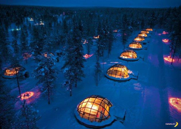 Стеклянные иглу в лесу Финляндии
