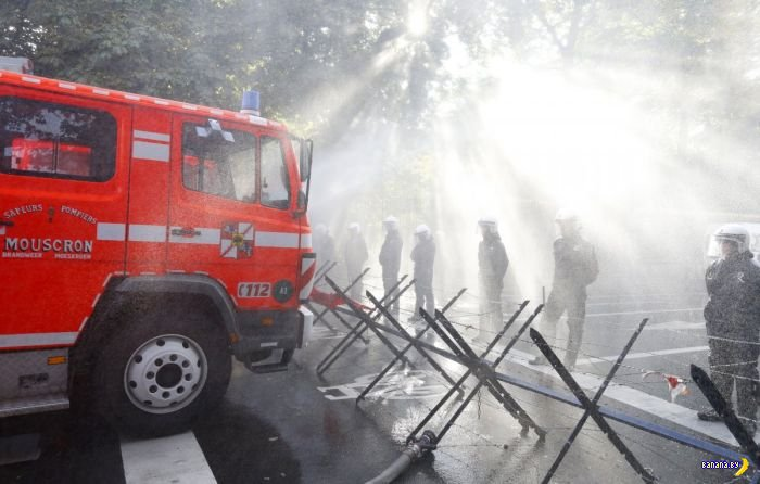 В Бельгии пожарные воюют с полицией