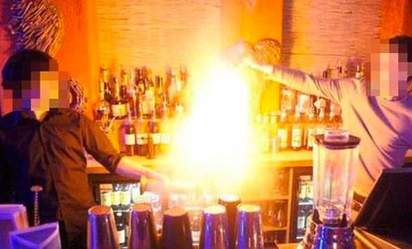 Посетительница бара сожгла себе лицо самбукой