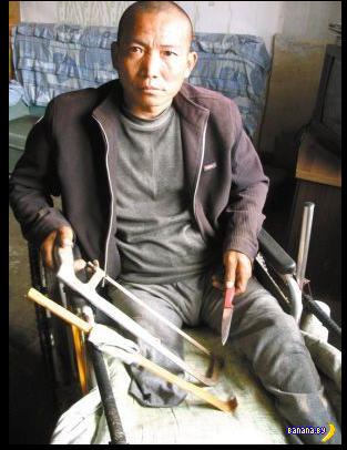 Китаец сам себе отрезал ногу