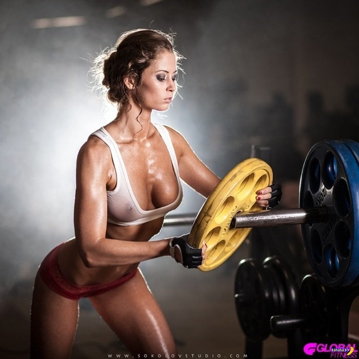 Спортивная девушка солирует на камеру  603782