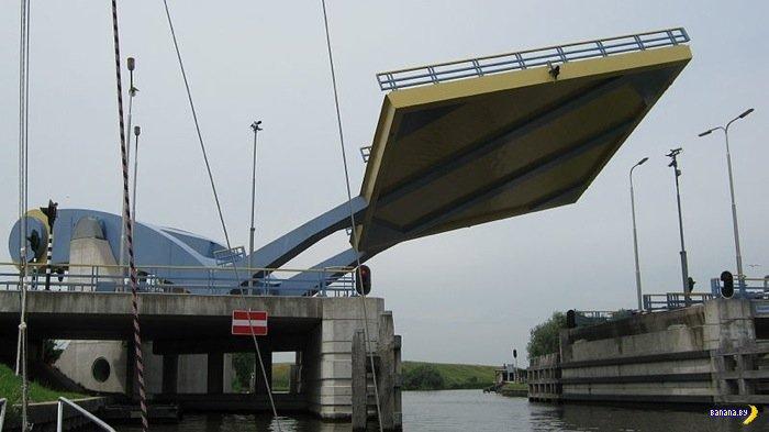 Мост на руке в Голландии