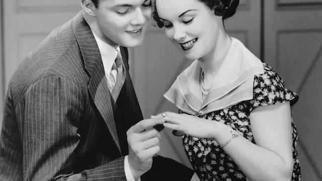Медики советуют мужчинам снимать обручальные кольца