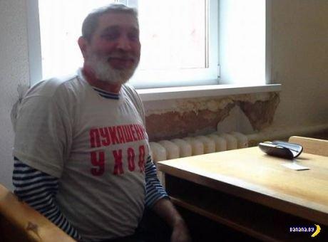 "За майку ""Лукашенко, уходи"" дали 3 суток"