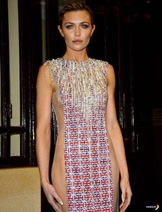 Мощное платье Эбигейл Клэнси