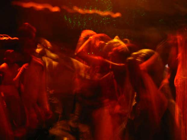 В Минске знакомая по интернету обокрала парня в ночном клубе