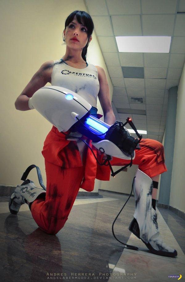 Анджела Бермудез и косплей Portal