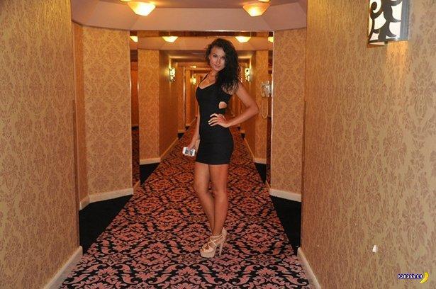 Красивые девушки в обтягивающих платьях - 7