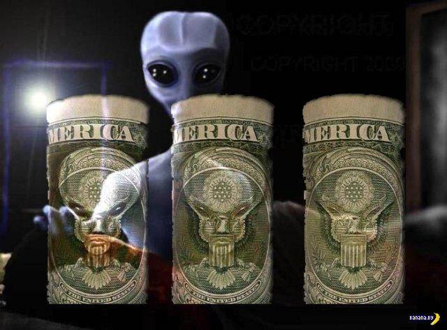 """Лицо """"Серого"""" пришельца на долларах США"""