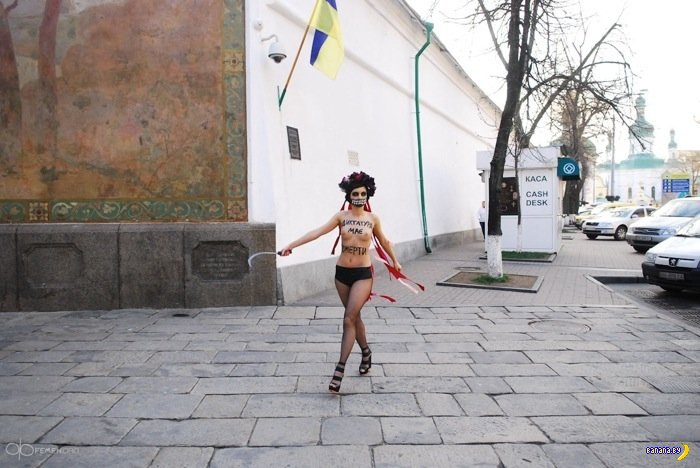 Смерть из FEMEN