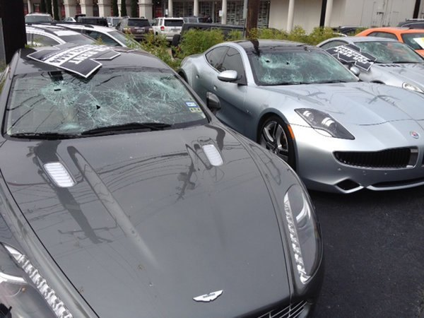 Голый стрелок расстрелял люксовые автомобили в Техасе