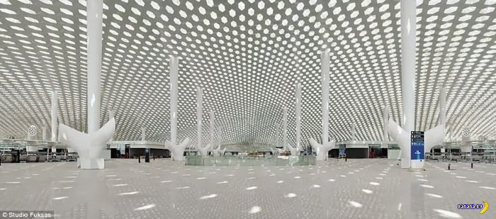 Новый терминал аэропорта города Шэньчжэнь в Китае