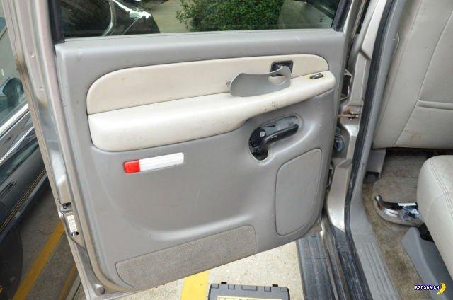 Подарок к Новому Году в двери машины