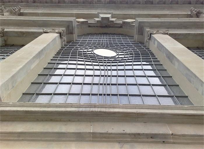 Необыкновенное окно в церкви
