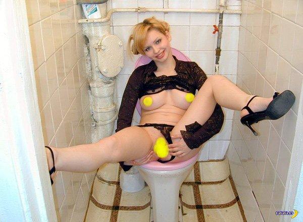 Показать писающих женщин в общественных туалетах