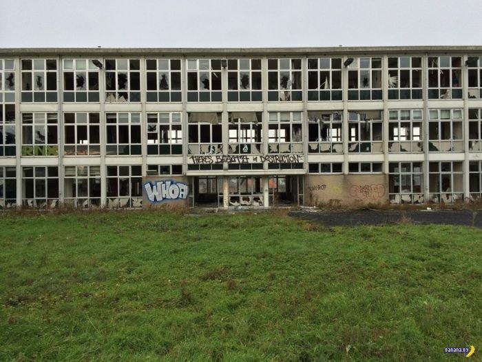 Заброшенный дом престарелых стал холстом