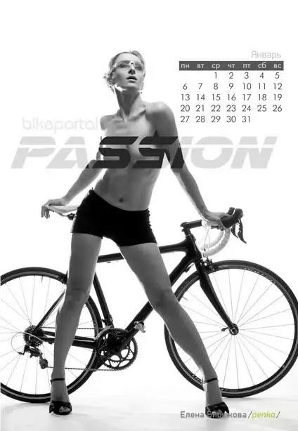 Календарь на 2014 с велосипедистками
