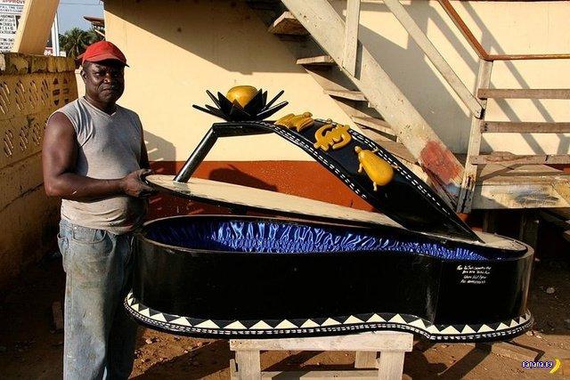 Традиционные гробы в Гане