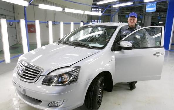 """Лукашенко требует продвигать """"белорусский"""" легковой автомобиль"""