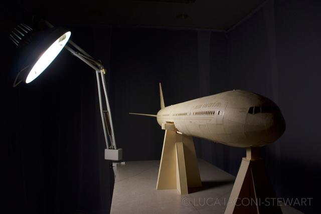 Невероятная модель самолета из бумаги