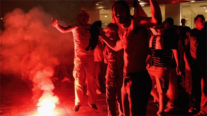 Футбольные фанаты со всей Европы едут в Киев поддержать Майдан