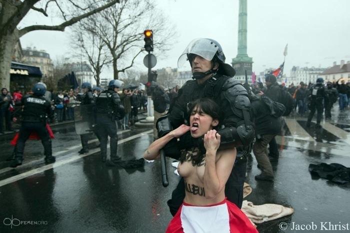 FEMEN уже не торт...