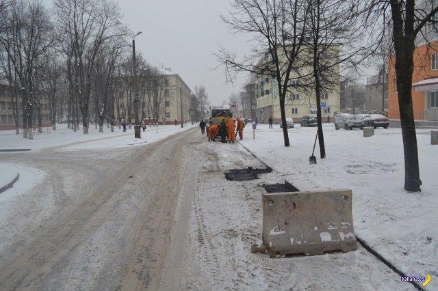 Работники коммунальных служб готовы работать в любое время года не взирая на снег и стужу