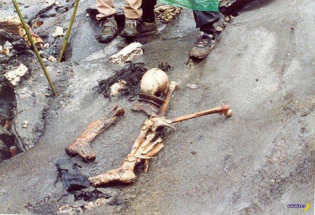 Озеро скелетов Роопкунд в Индии