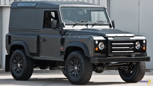 Land Rover Defender V8 by Kahn Design