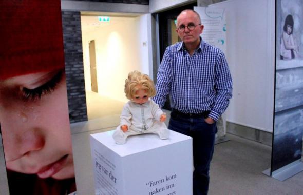 В Норвегии проходит выставка вещей убитых и изнасилованных детей