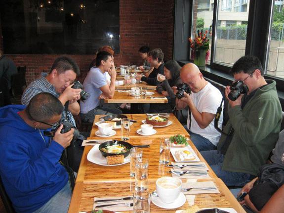 Фотографируешь в ресторане свою еду? Быдло!