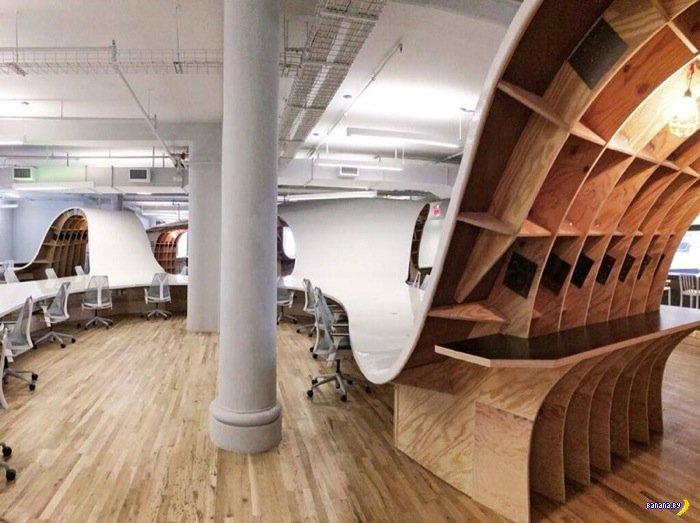 Самый длинный офисный стол в мире