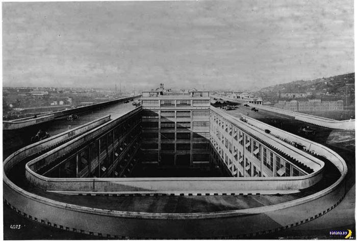 Гоночная трасса на крыше фабрики