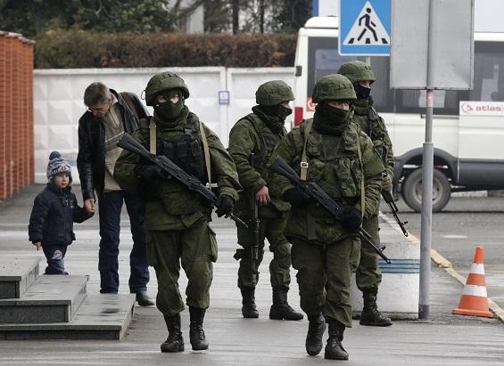 Совет Федерации одобрил введение войск в Крым